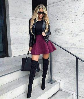 Usa botas en el mismo color que tu vestido