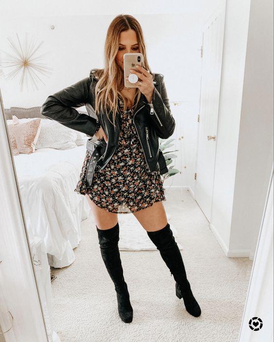 Idea de outfit con chaqueta de cuero, vestido y botas largas