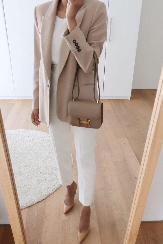Look de moda: Blazer negro, camisa y pantalón de vestir