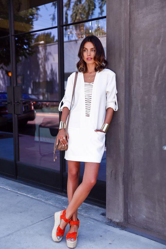 Vestidos con naranja y blanco para un look casual