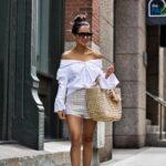 Outfits con faldas y bolsos de paja