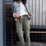 Outfits con pantalones trouser y tenis