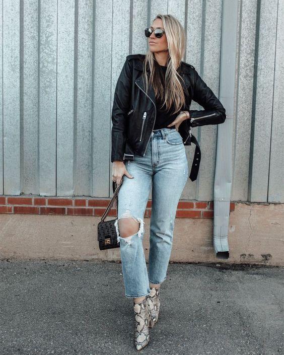 Looks con jeans y chaqueta de cuero para mujeres de 40
