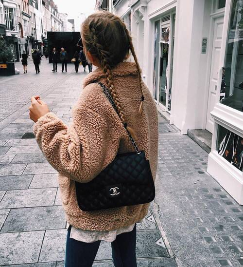 Looks casuales con abrigos de borreguita