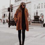 Looks con pantalones negros y abrigo de borreguita