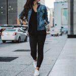 Outfits con chamarra para mujeres de 30 y 40 años