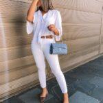 Looks con pantalones blancos para mujeres maduras