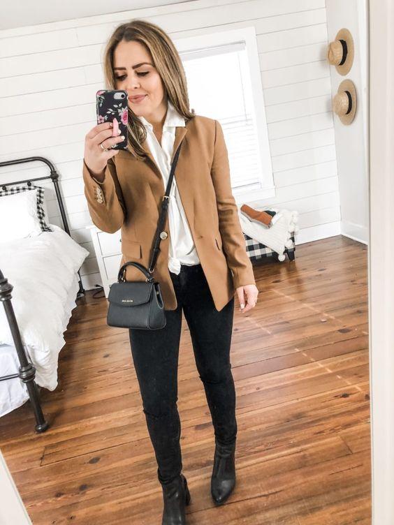Outfits de blazer marrón con pantalón negro