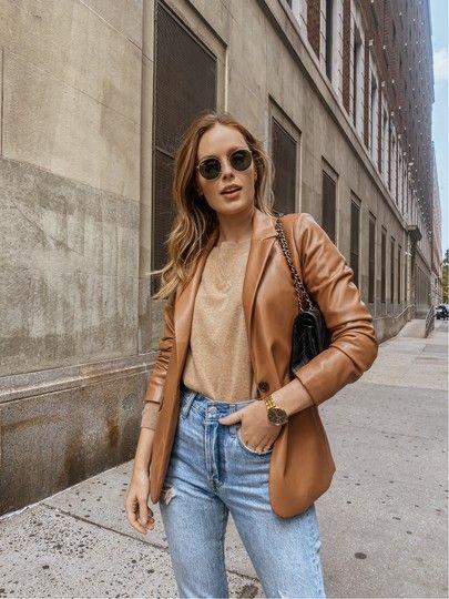 Looks con blazer marrón de piel para mujeres maduras