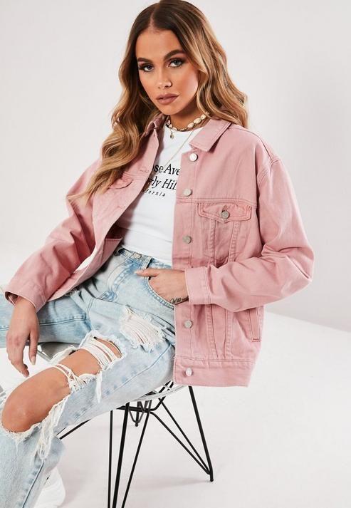 Outfits con chaqueta rosa