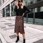 Outfit con falda animal print y blusa manga larga para el trabajo