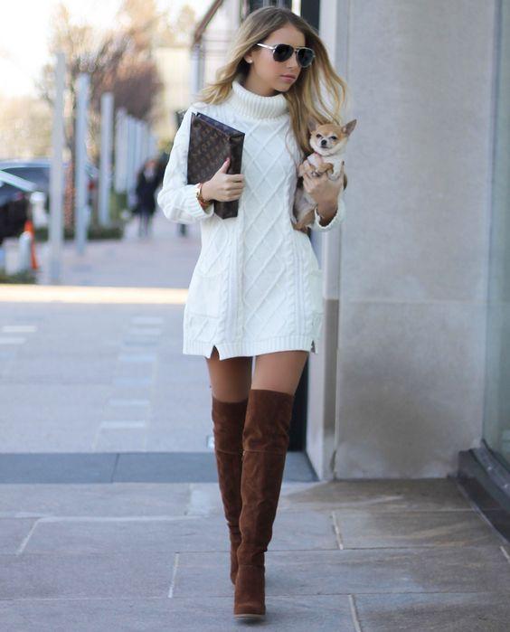 Vestido estilo sweater con botas largas