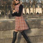 Outfits con vestidos a cuadros y botas largas