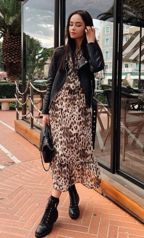 Looks con vestidos animal print y botas para otoño