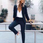 Outfits con tenis para la oficina
